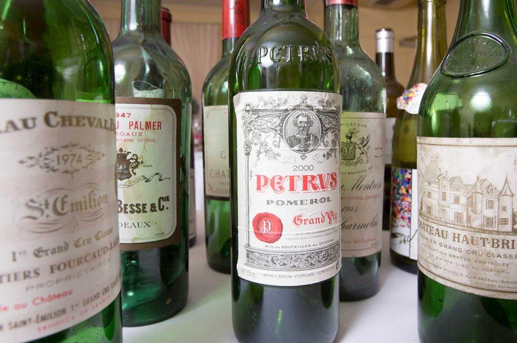 Bei uns dürfen Sie jederzeit Ihren eigenen Wein mitbringen. Das Zapfengeld beträgt 35 Franken pro Flasche.